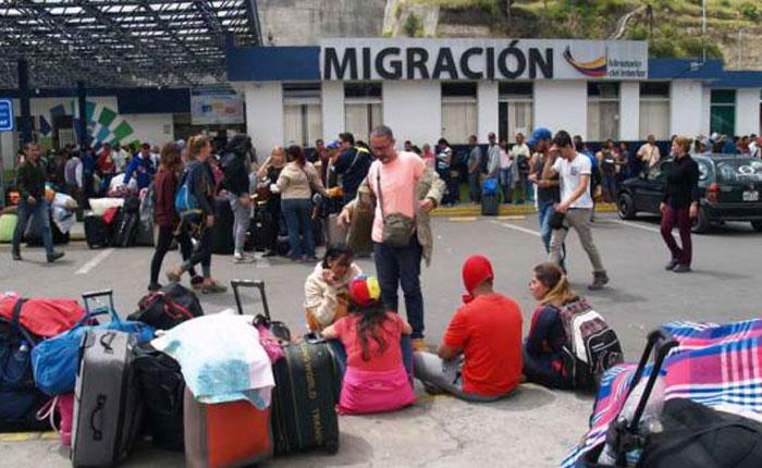 Ecuador ofrece vuelos a migrantes venezolanos que quieran volver a su país