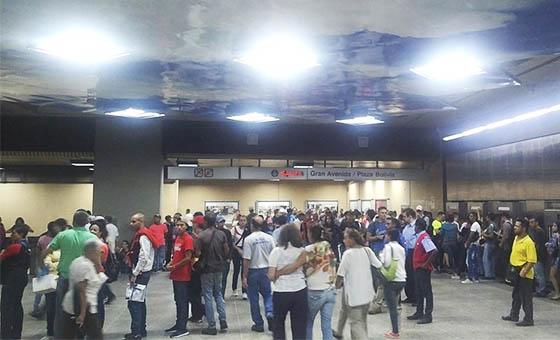 Cerradas cuatro estaciones de la Línea 2 del Metro por falla eléctrica
