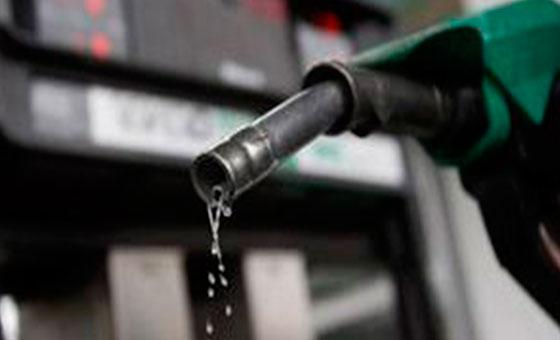 Reportan largas colas para surtir gasolina en varios estados del país