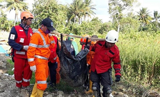 1.234 muertos y 799 heridos por terremoto y el tsunami en Indonesia