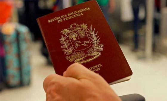 Venezolanos en Colombia deberán retirar sus pasaportes en Caracas