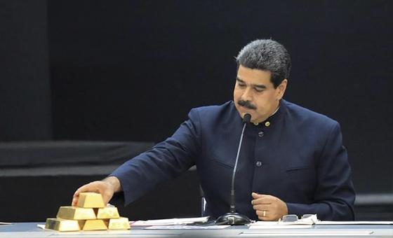 """Maduro dice que el país seguirá vendiendo oro pese a la """"persecución"""" de EEUU"""