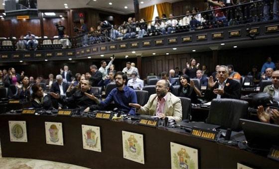 El Parlamento trata de cerrar sus heridas tras el caso Zapatero