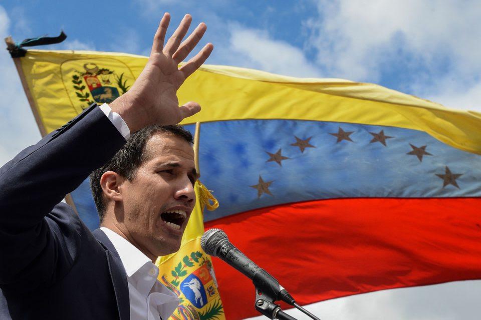 ¿Quién se autoproclamó Presidente de Venezuela: Juan Guaidó o Nicolás Maduro?
