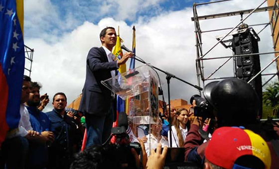 Juan Guaidó juró como presidente encargado de Venezuela