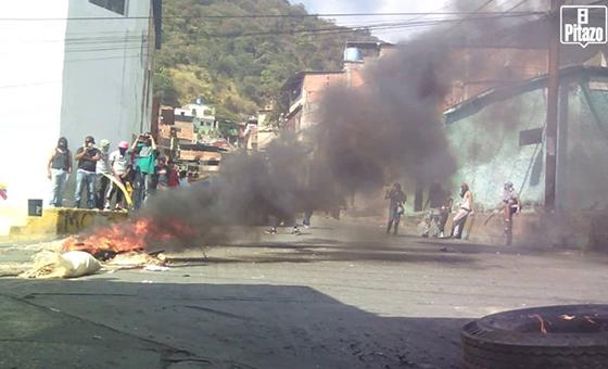 Habitantes de Mecedores y Puerta Caracas protestan contra Maduro