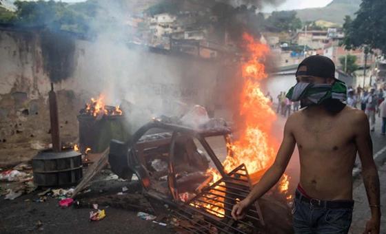 FOTOS Cotiza salió a la calle en apoyo al alzamiento militar