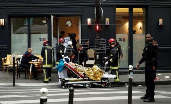 Al menos dos muertos y decenas de heridos por explosión en París