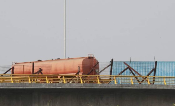 Militares venezolanos bloquearon puente a través del cual llegaría la ayuda humanitaria a Venezuela