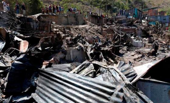 17 viviendas se incendiaron en Barrio San Isidro de Petare