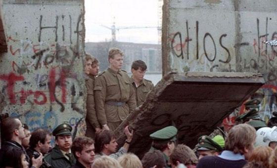 Cae el Muro de Berlín en Venezuela, por José Toro Hardy