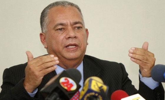 Contralor general ordena a la Sudeban bloquear transacciones a Juan Guaidó