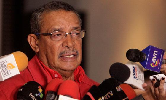 Autoridades realizan consultas para cambiar símbolos patrios de Vargas
