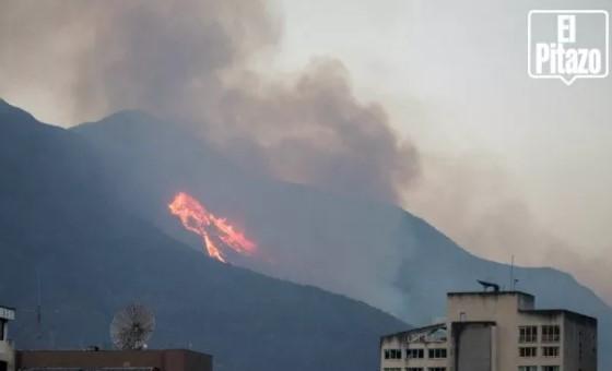 Incendio afecta el Waraira Repano a la altura de Terrazas del Ávila
