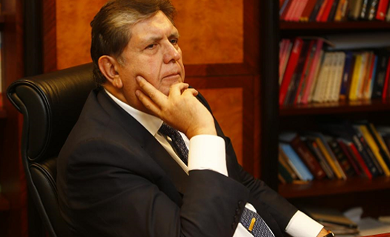 Ex presidente peruano Alan García se dispara en la cabeza cuando iba a ser detenido