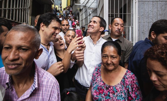 Juan Guaidó visitó comunidad de Petare este viernes