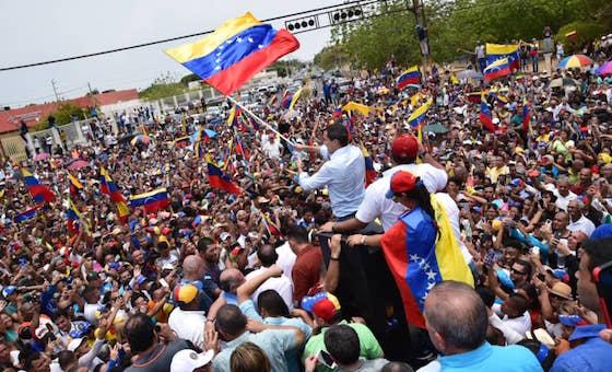 Guaidó cruzó en lancha el Lago de Maracaibo y burló cerco de la GNB en el puente