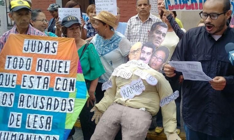 """Maduro y sus ministros protagonizaron """"quema de judas"""" en Caracas y el interior"""