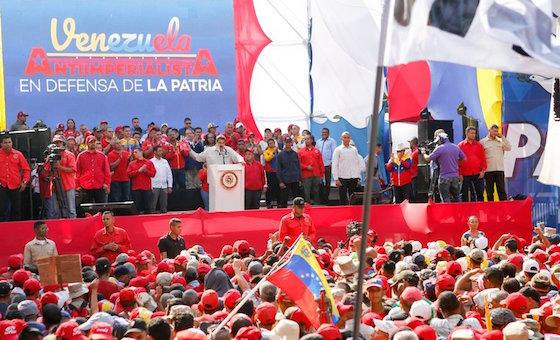 Maduro pide retomar diálogo en medio de una