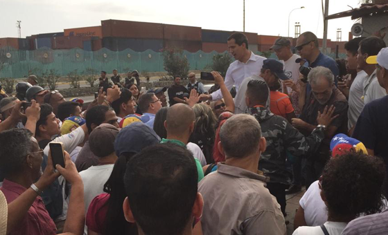 Juan Guaidó realizó un recorrido por varias comunidades en La Guaira
