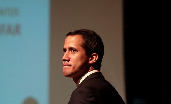 Juan Guaidó recorre el Mercado Libre de Maracay
