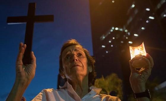 Ciudadanos hicieron vigilia y oraron por los muertos en la protestas contra Maduro
