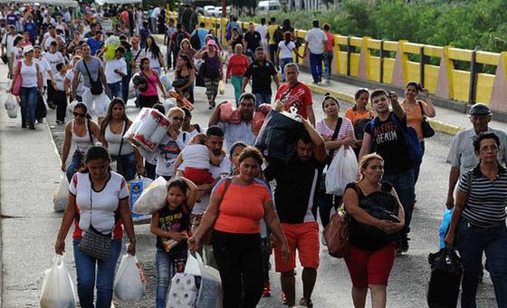 Cerca de 5.000 personas huyen de Venezuela diariamente