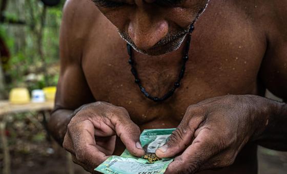 Un sendero manchado por violencia y corrupción conecta el oro venezolano con el mundo