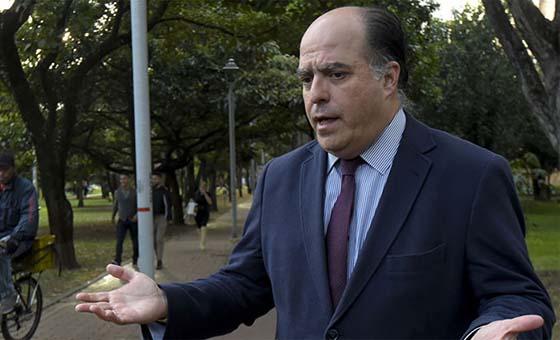 """Julio Borges pide """"al mundo libre"""" más presión contra """"la dictadura"""" de Maduro"""