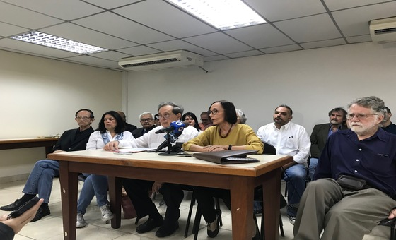 Dirigentes chavistas y opositores se unen en coalición para promover el diálogo