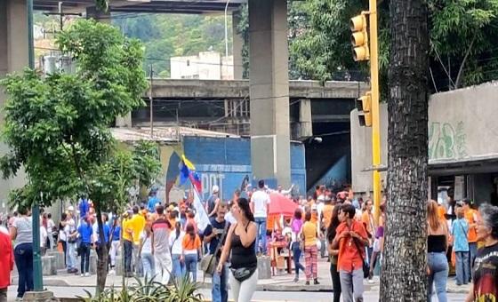 Colectivos agredieron a simpatizantes de Guaidó en la parroquia San Juan