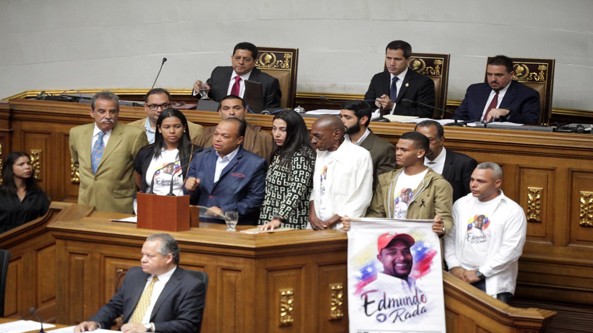 El minuto de silencio se extiende en la Asamblea Nacional