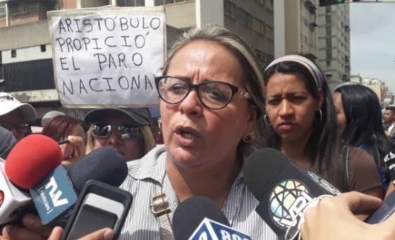 Docentes protestaron frente al Ministerio de Educación para exigir mejoras salariales
