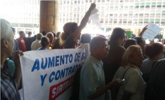 Trabajadores de la salud protestan para exigir mejoras laborales y salariales