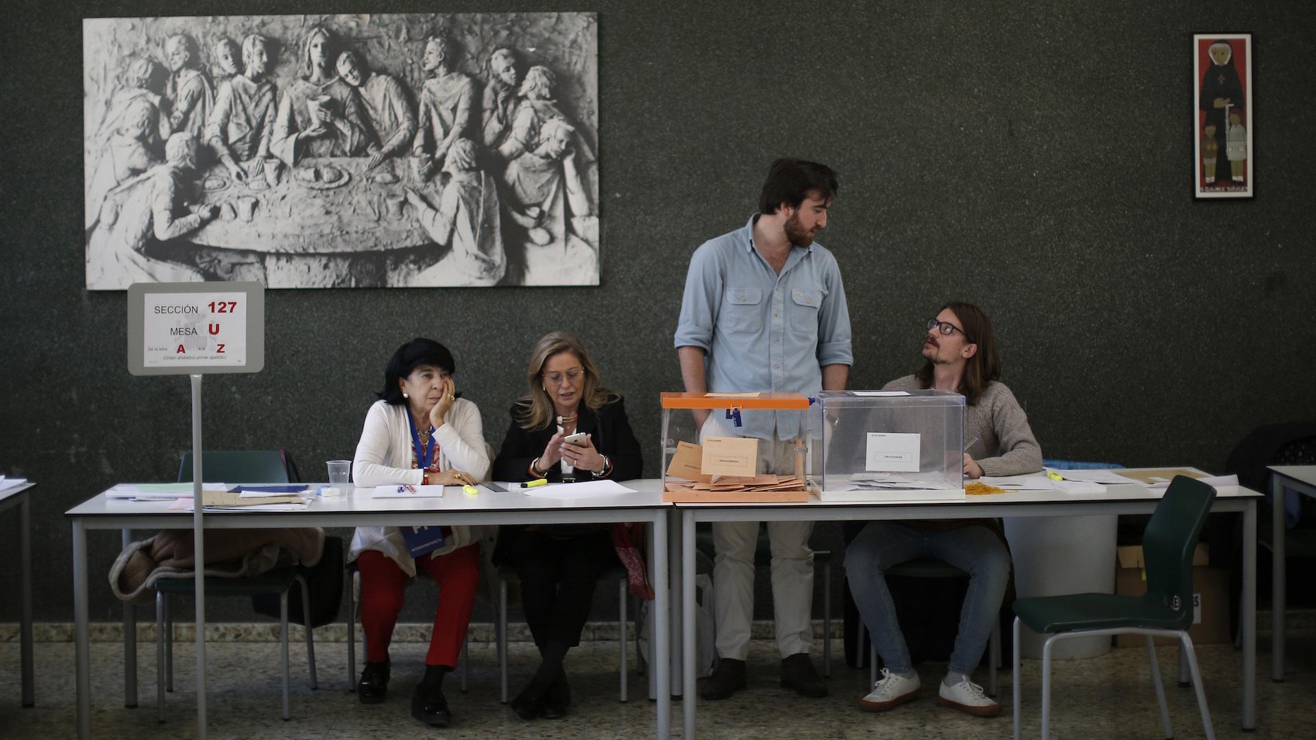 PSOE gana elecciones españolas sin alcanzar mayoría para gobernar