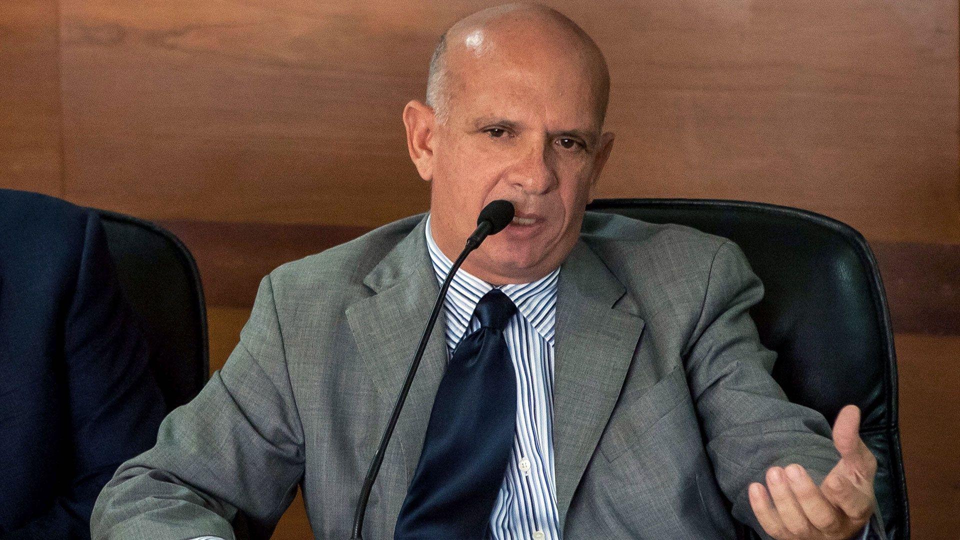 El País: Hugo Carvajal se fuga para evitar la extradición a EEUU