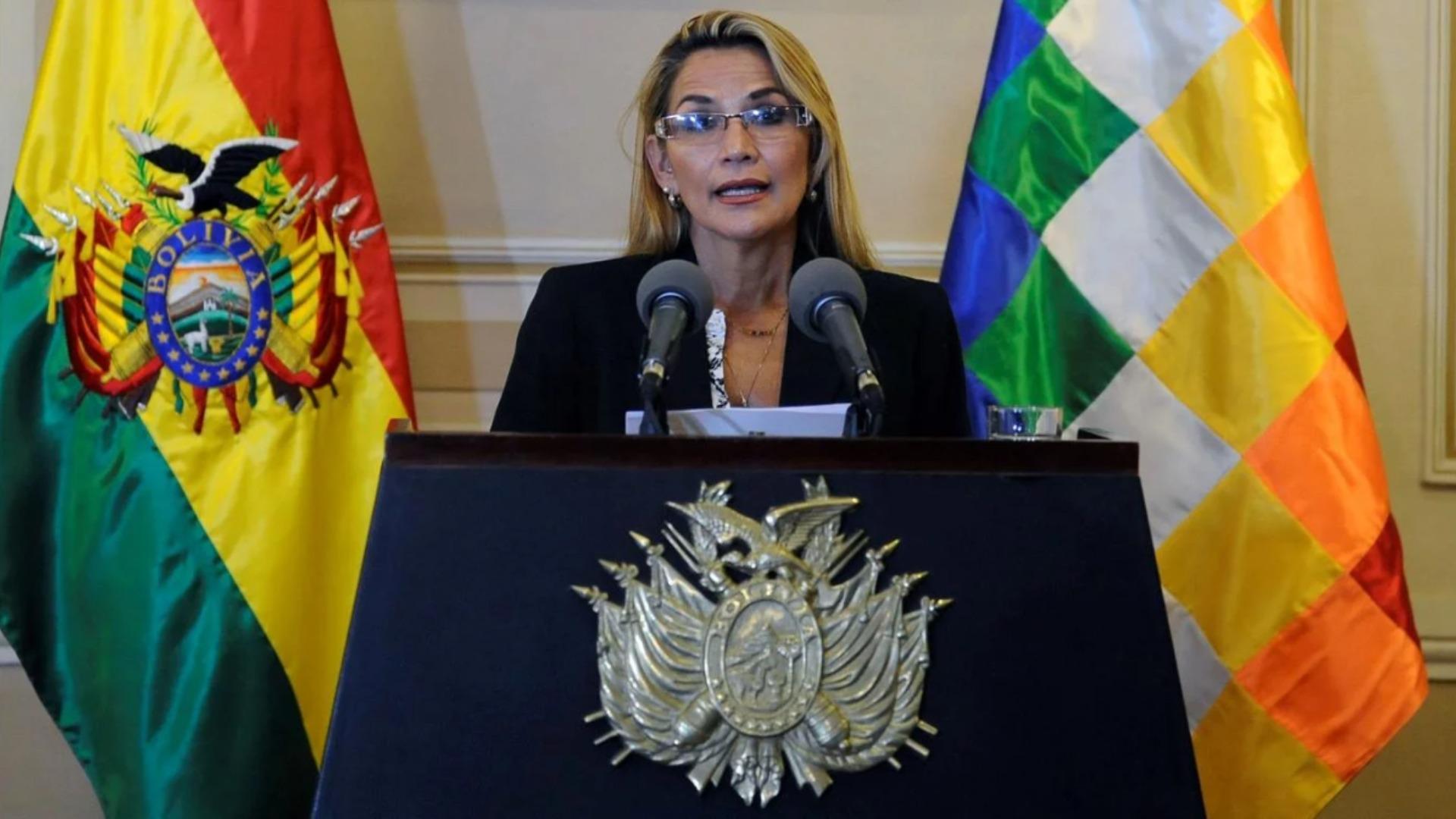 La presidenta interina de Bolivia padece la COVID-19 y guardará cuarentena