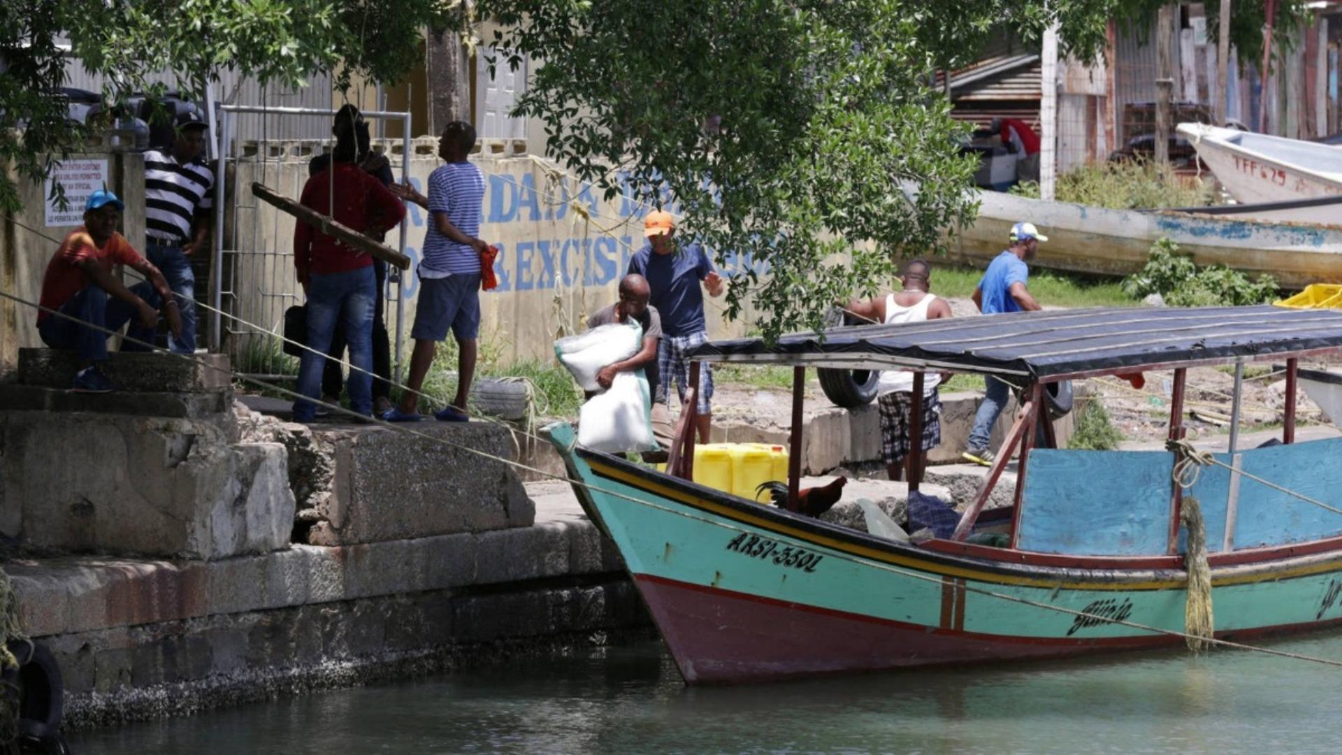 Denuncian desaparición de otra embarcación con 20 venezolanos tras ser expulsados de Trinidad