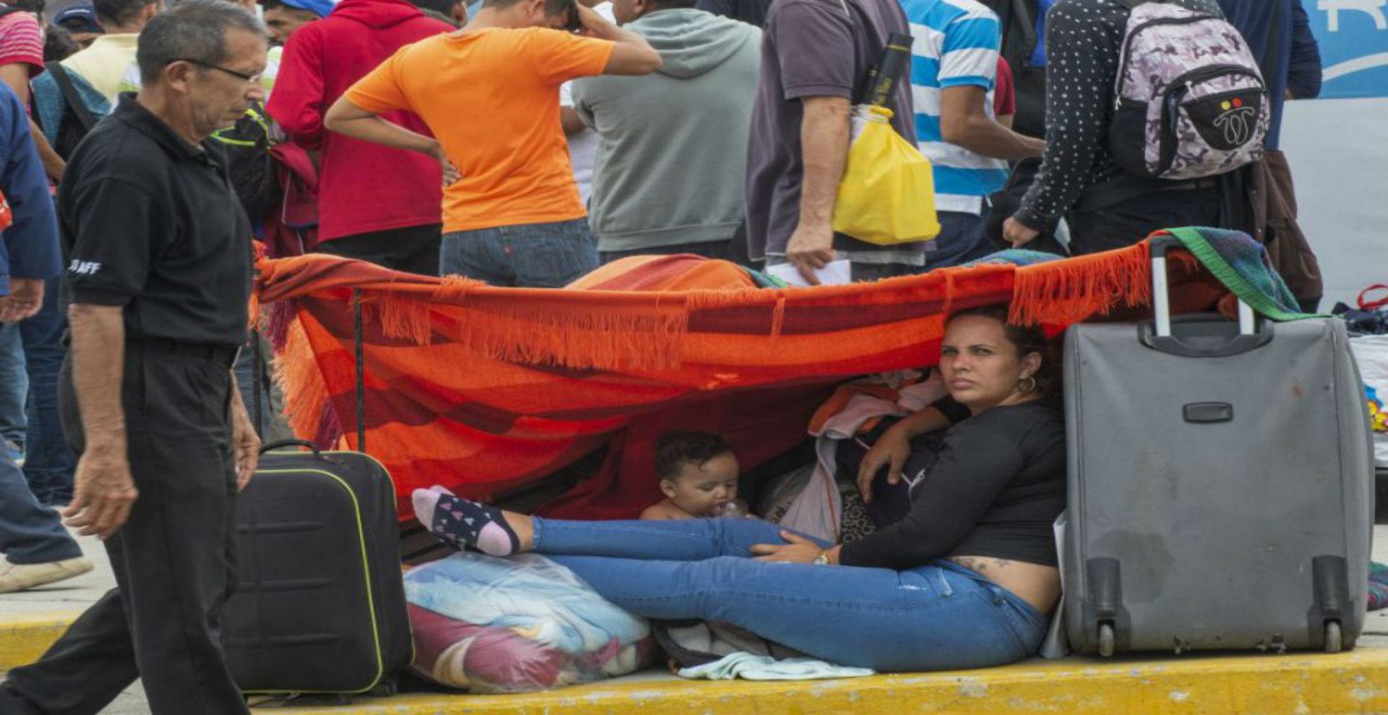 Migrantes venezolanos que regresan tienen que adaptarse a un país diferente