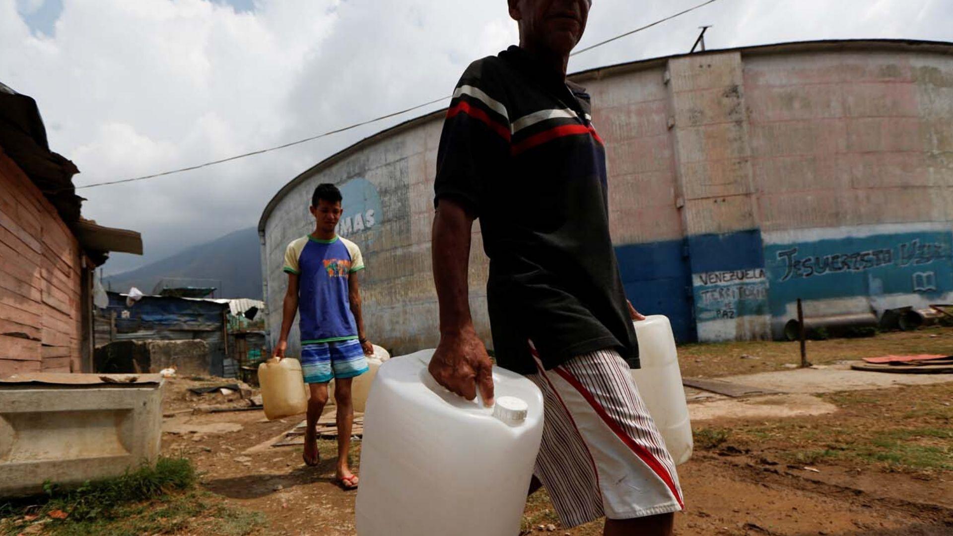 9 de cada 10 hogares venezolanos almacenan agua por fallas en el suministro