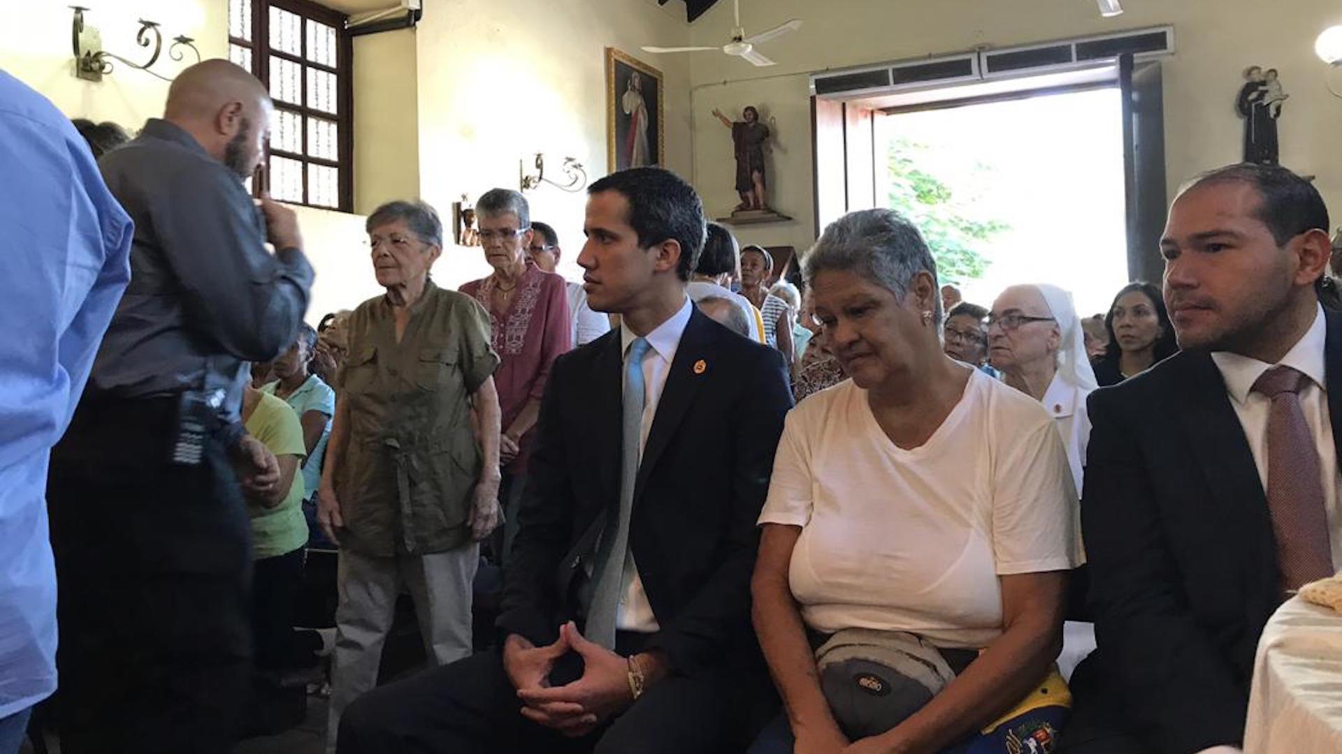Guaidó asistió a misa conmemorativa por los 20 años de la Tragedia de Vargas