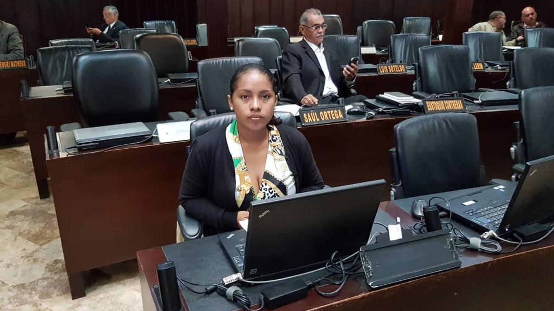 Diputada de MDI fue expulsada del partido político tras recibir dinero del Gobierno de Maduro