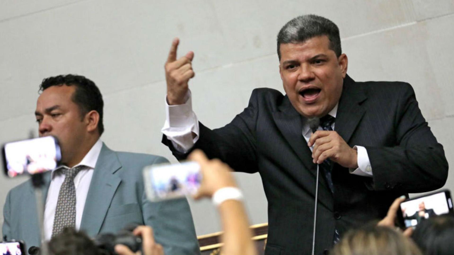 """Diputado Luis Parra está hospitalizado por una """"aparente neumonía"""""""