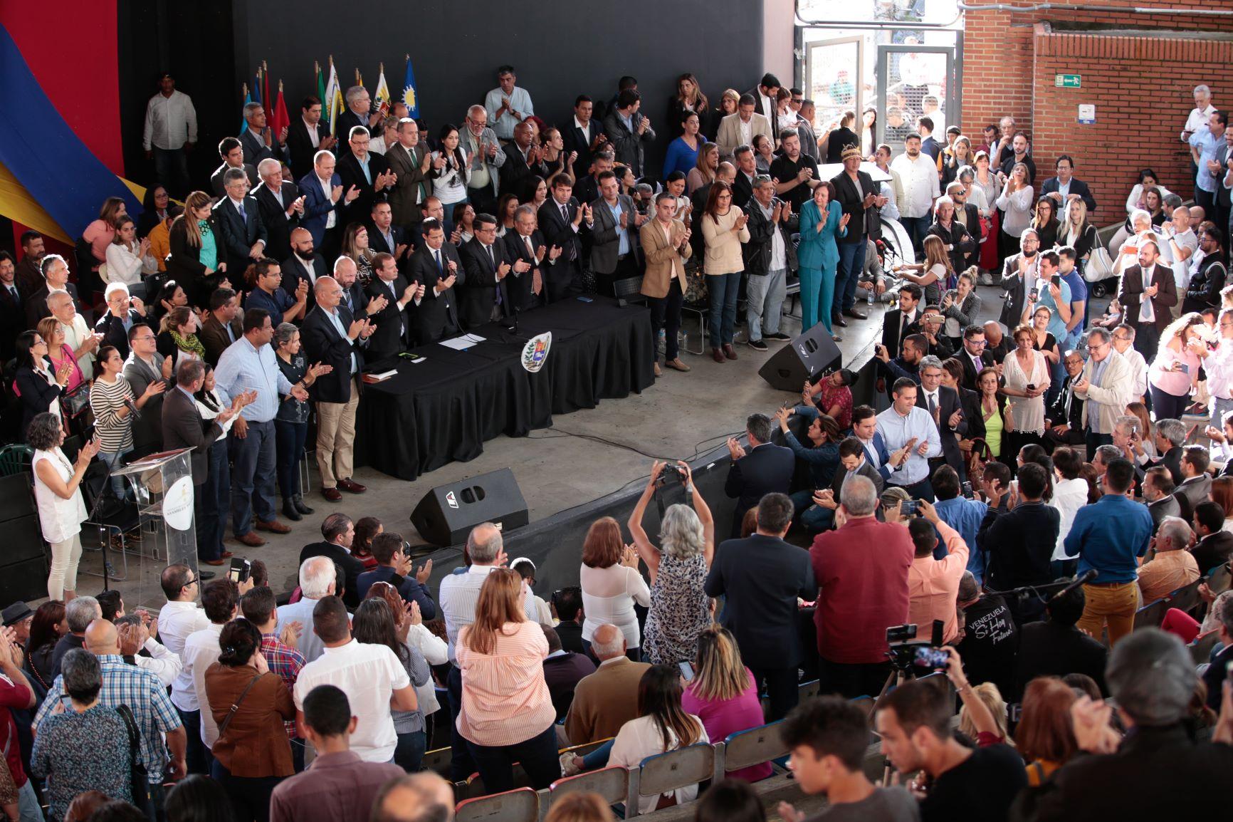 La foto de la reja, anuncios y acciones de calle: la segunda oportunidad de Juan Guaidó