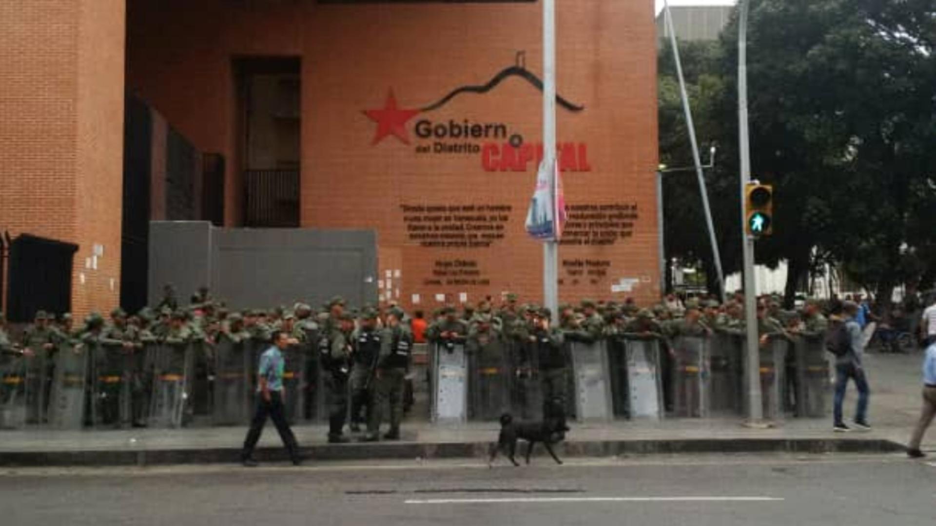 Denuncian militarización del Palacio Federal Legislativo y presencia de colectivos