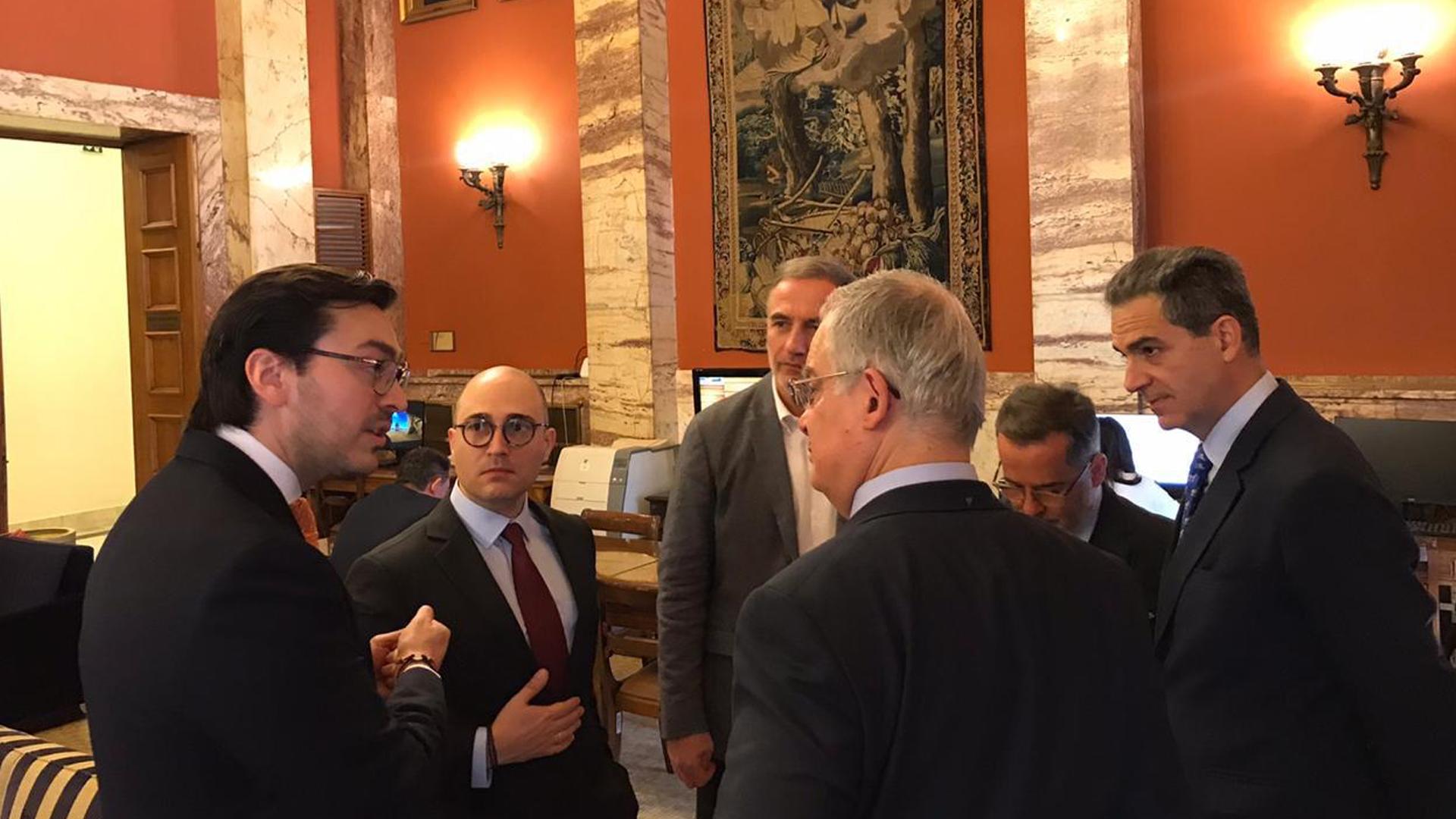Parlamento de Grecia recibe al embajador de Venezuela designado por Guaidó