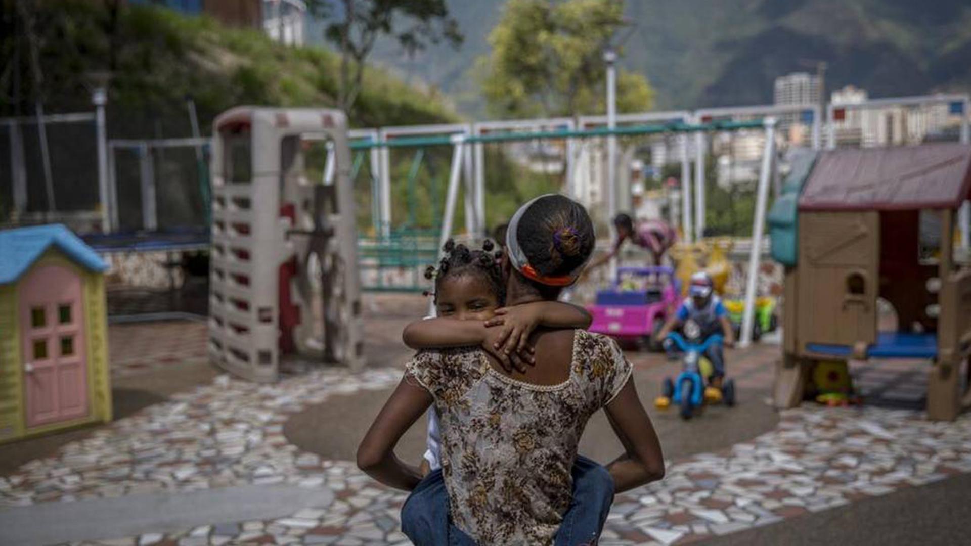 Cecodap: un millón de niños abandonados por padres migrantes