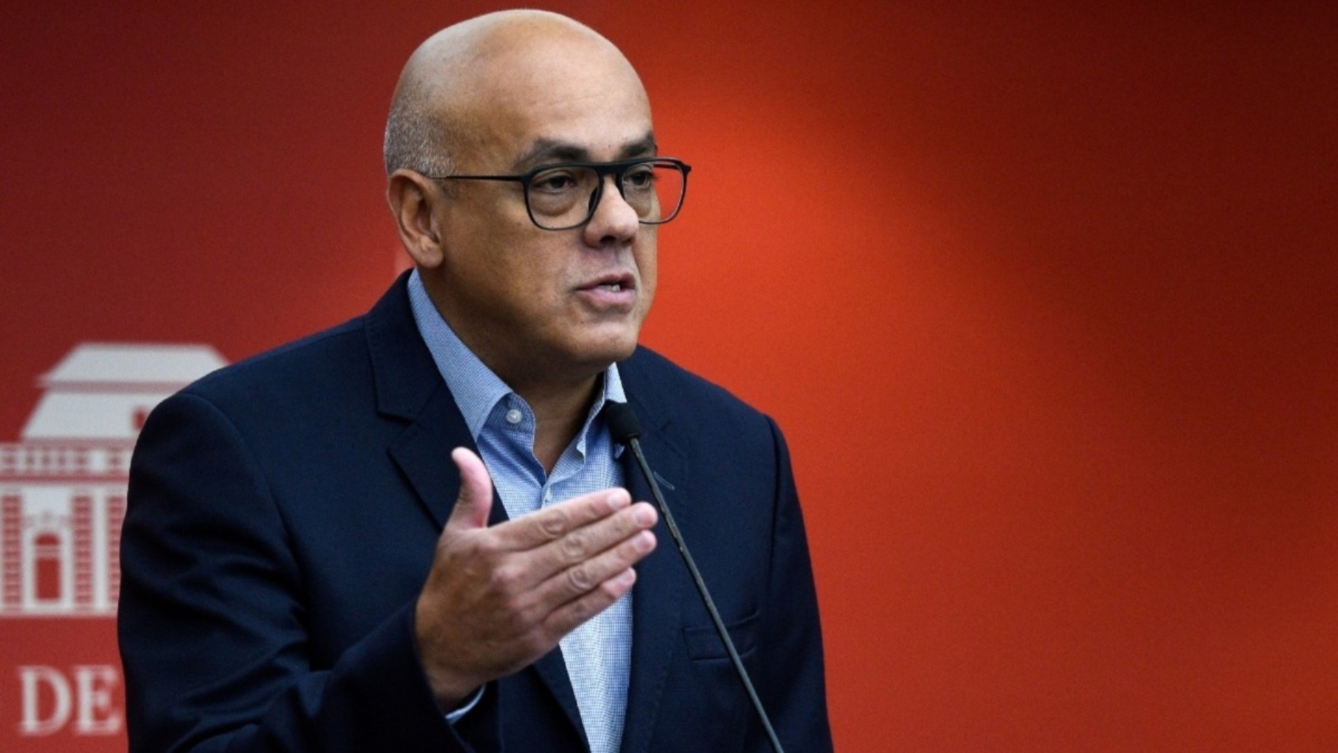 Jorge Rodríguez anuncia que tiene COVID-19