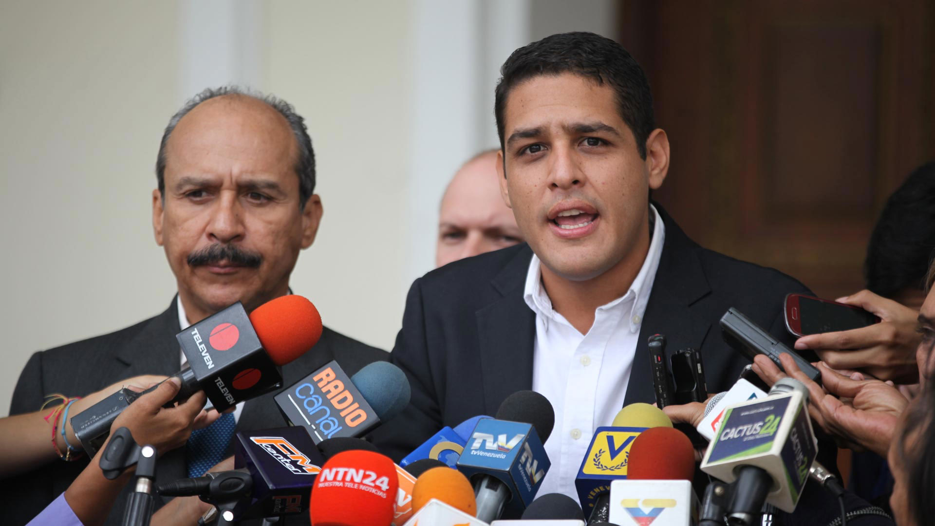Olivares: 38 miembros del sector salud han fallecido por COVID-19