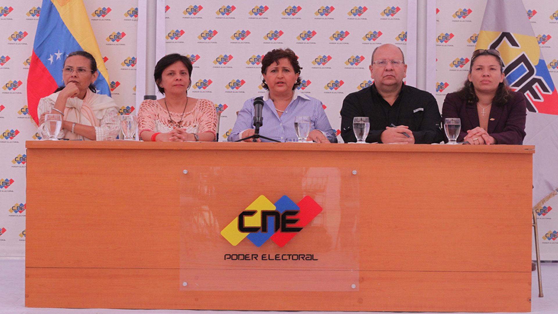 Torrealba indicó que dos rectores del CNE actual podrían repetir sus cargos